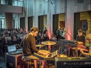 Jazzbois-Blunt-Shelter-Live
